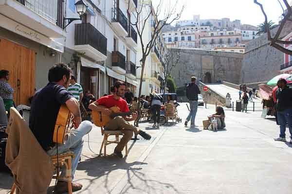 ibiza Ibiza en primavera. Unas vacaciones de costa y playa en Semana Santa